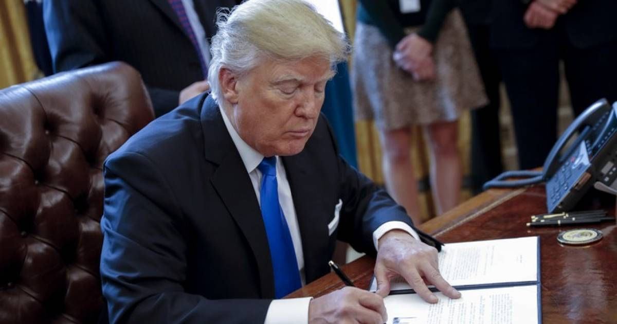 8 Executive Orders Donald Trump Could Sign To Undo Obama's Tenure