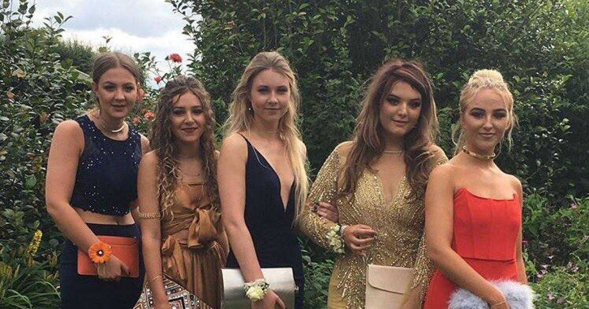 Can You Spot What's Totally Wrong With This Prom Photo?