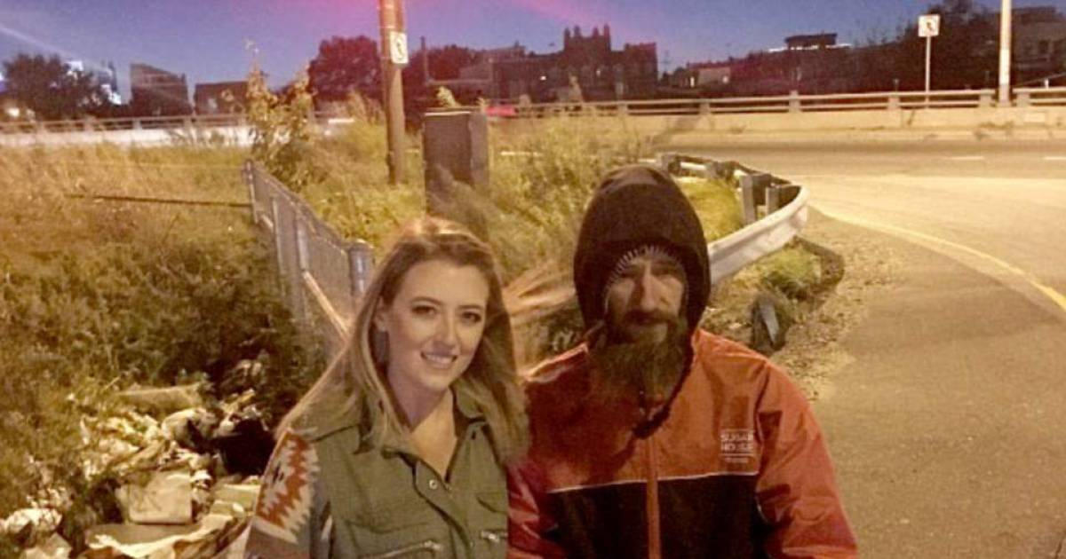 Women Raised $320,000 For Homeless Man Who Gave His last 20$ To Help Her