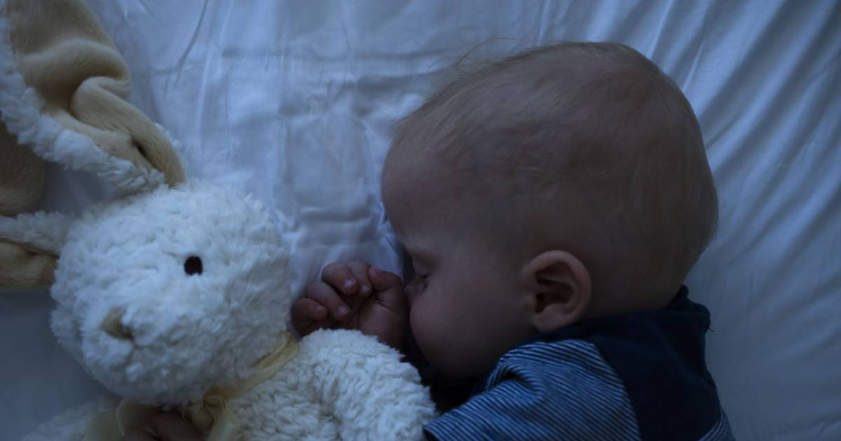Mom Sparks An Online Debate For Leaving Her Baby Alone In Hotel Room To Have Dinner With Husband