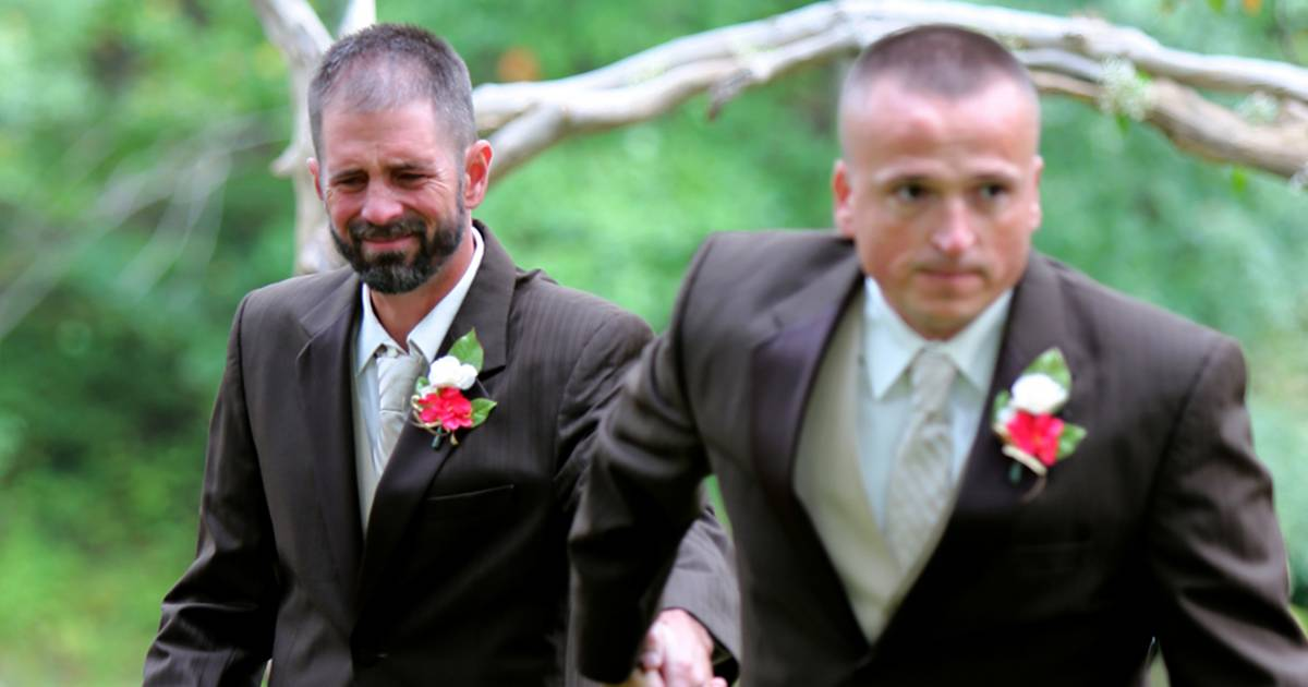 Brides Dad Stops The Wedding And Brings Bride's Stepdad Down The Aisle
