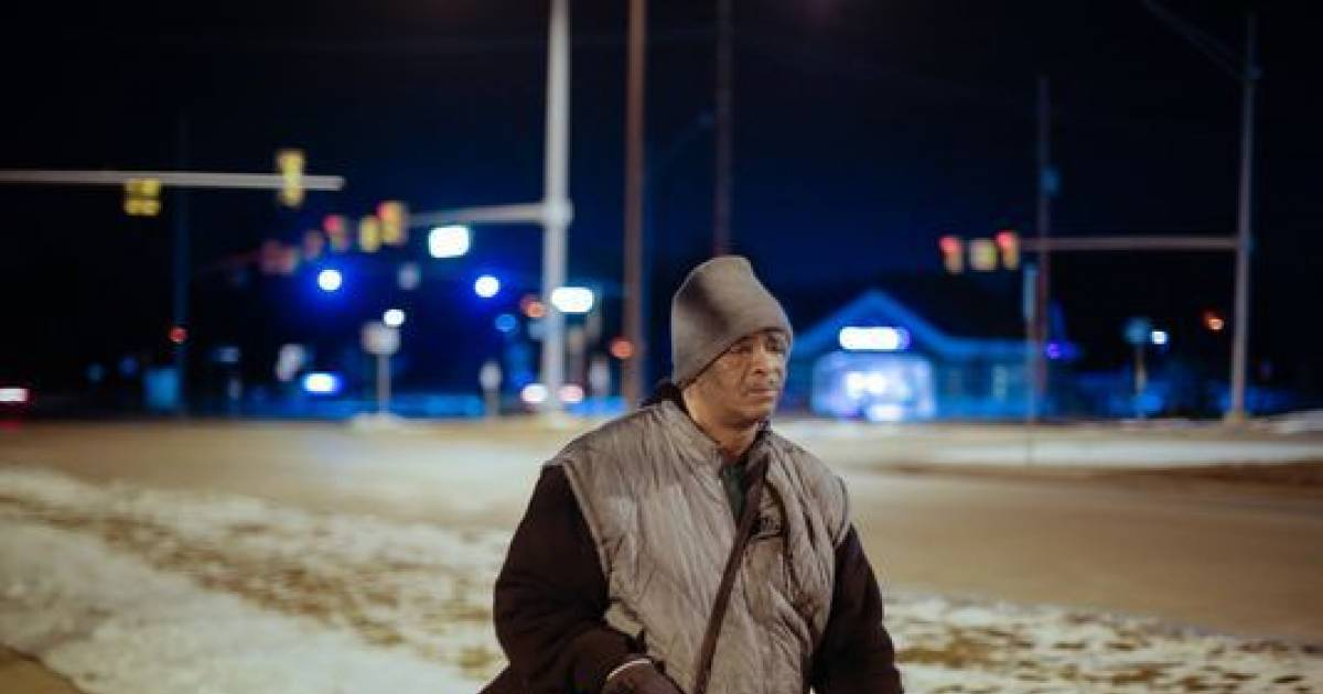 Single Dad Walks 11 Miles Each Night Just To Reach His 4 A.M Job On Time. In A Thoughtful Gesture, Kind Co-Workers Surprise The Dad With An Amazing Gift
