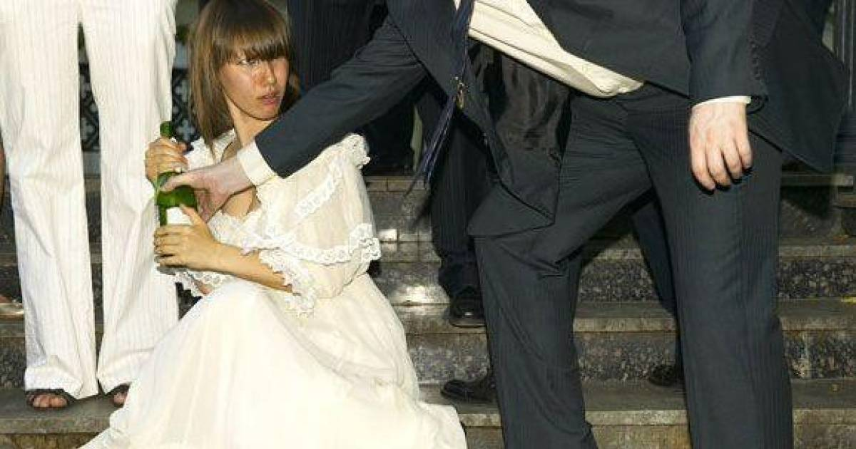 Hilariously Funny And Disasterous Wedding Photos
