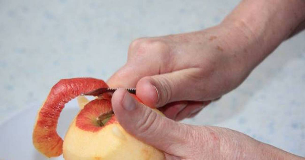 Crazy Guy Shows The Quickest Way To Peel An Apple – Watch It!