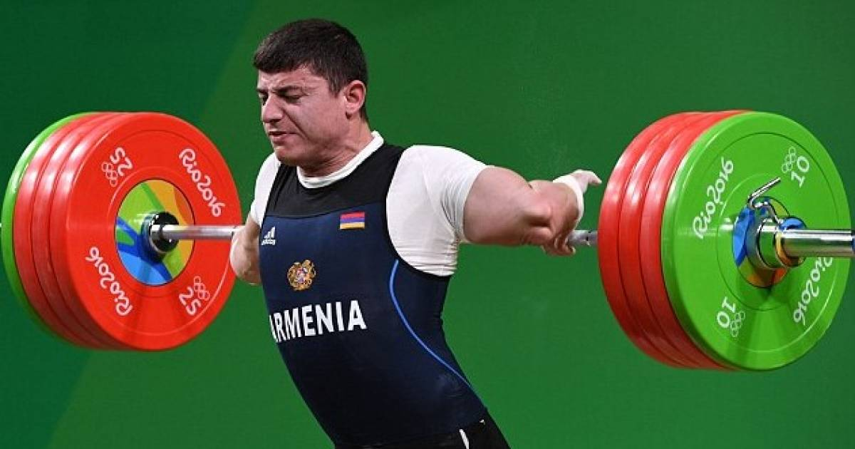 Olympic Weight Lifters Arm Snaps At Elbow While Trying To Lift 429 Pounds