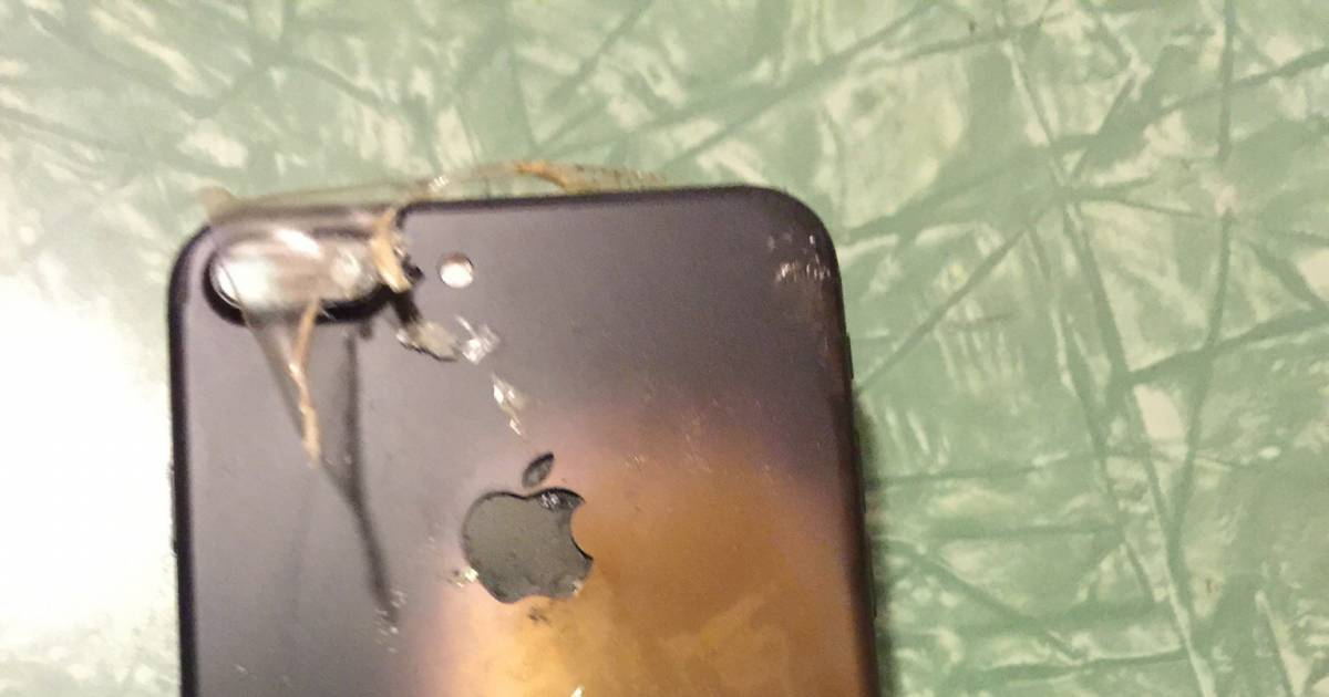 After The Samsung Note 7, It's Apple's Turn Now... iPhone 7 Explodes Right After Delivery!