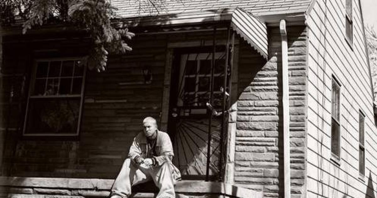 """The Secrets Behind Eminem's Iconic """"Marshall Mathers LP"""""""