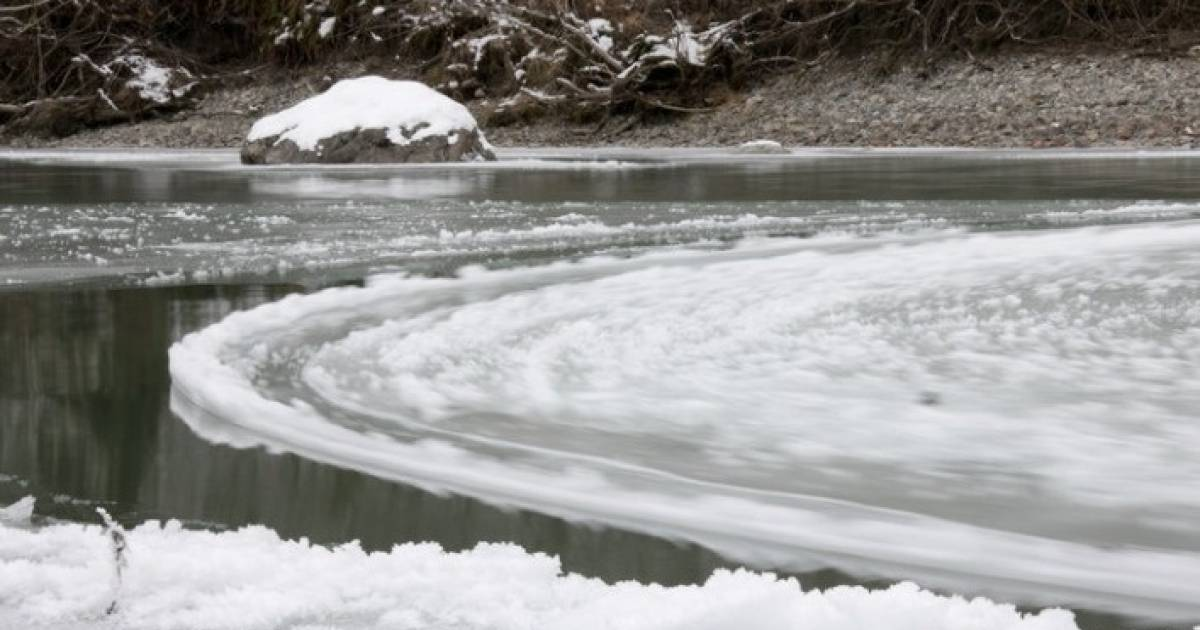 This Mysterious Spinning Circle Of Ice Was Captured On Camera And It's Amazing
