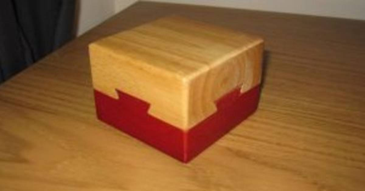 It's Almost Impossible To Solve This Puzzle Box Even When Using A Tutorial