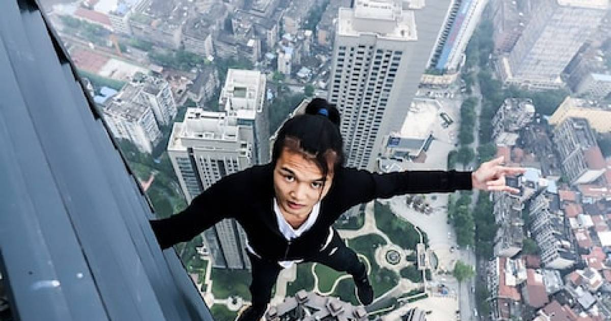 Chinese Stuntman Accidentally Films His Death While Performing A Stunt On A 62-Storey Skyscraper