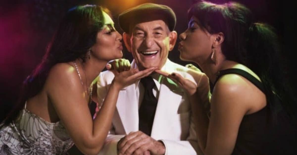 10 Reasons Why Older Men Date Younger Women