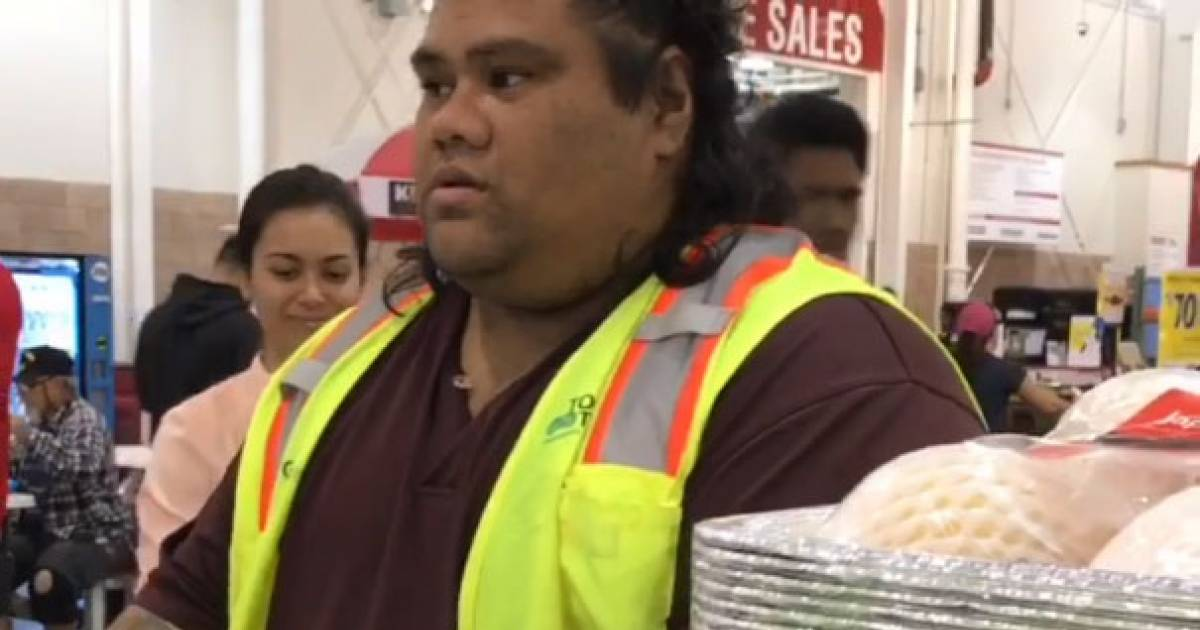Sisters Adorably Mistake Costco Cashier For Maui From 'Moana,' Sweet Guy Plays Along With It