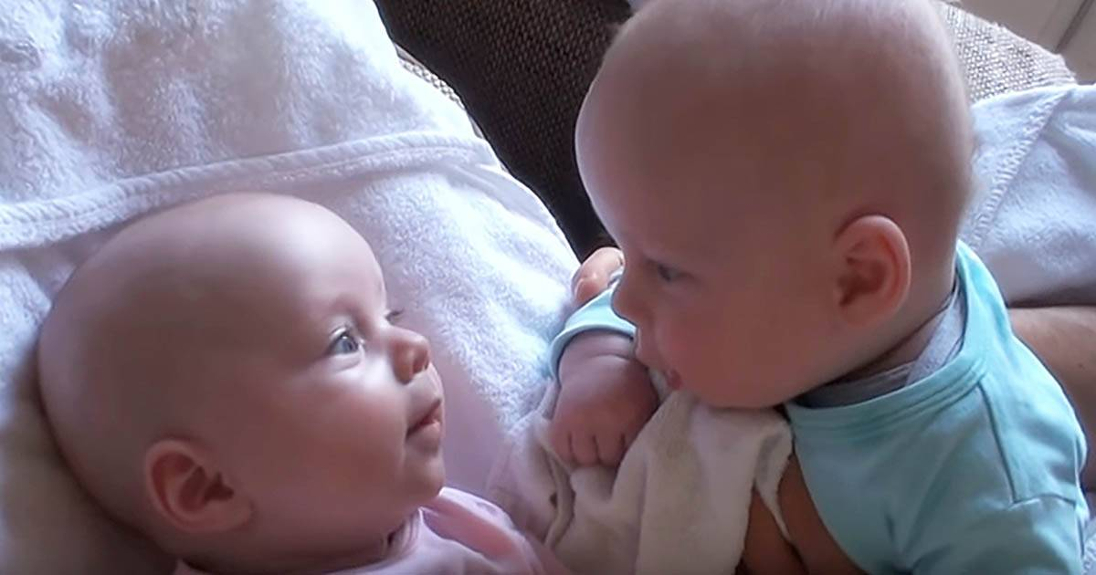 Daddy Captures Adorable Twins When They Were Talking To Each Other In Some Secret Language.