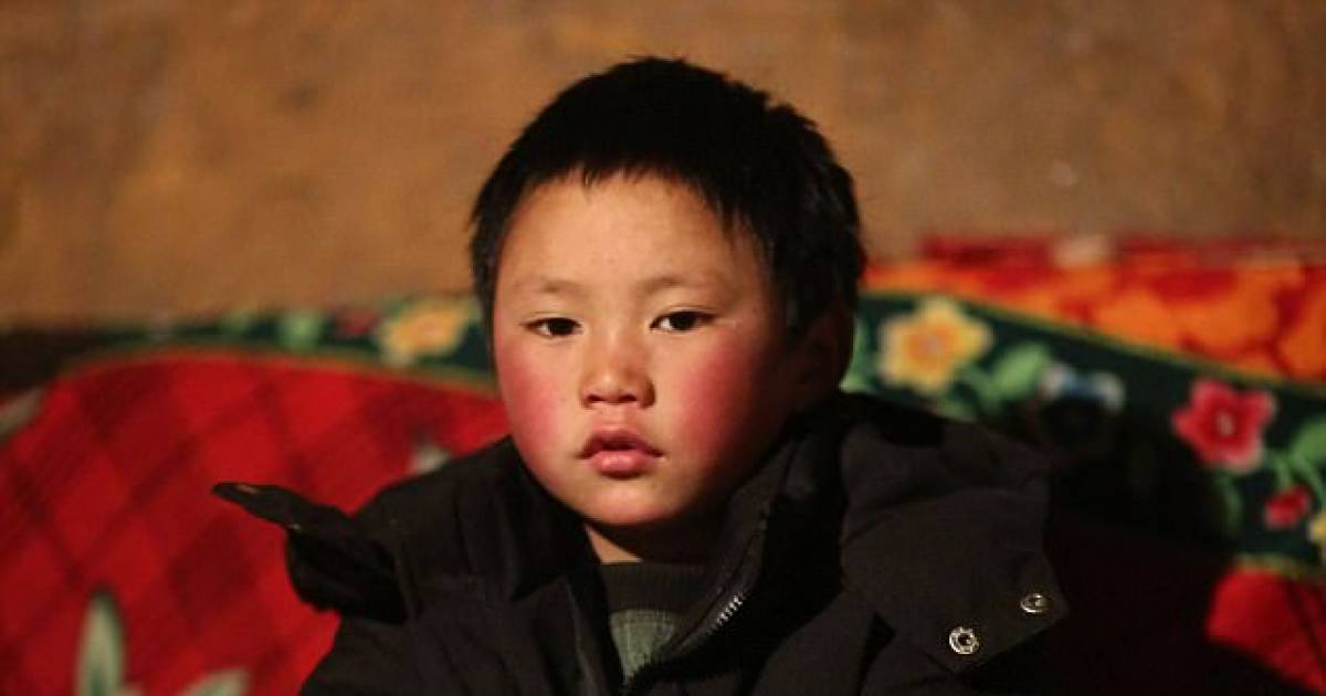 8-Year-Old Chinese Boy Walks 4.8 Km To Attend School With Frozen Head, When Teacher Looks Even Closer His Heart Breaks