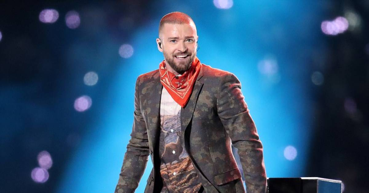 "During Super Bowl Half Time Show, Justin Timberlake Turns Minneapolis Purple To Pay Tribute To The ""Purple Rain"" Singer Prince"
