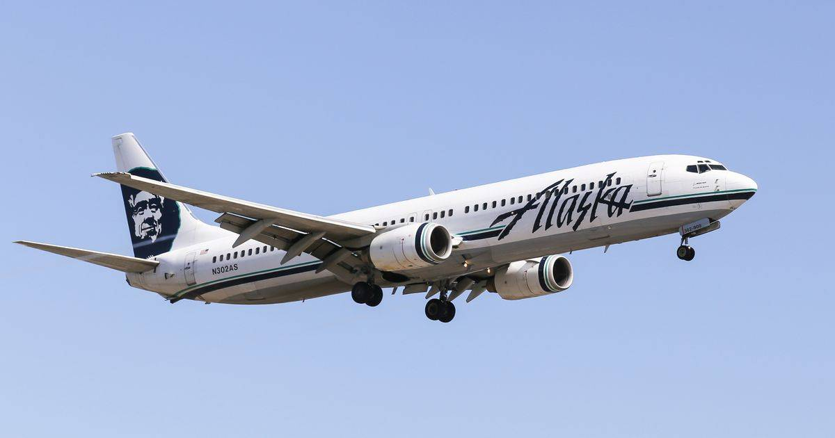 Naked Passenger Locks Himself In The Bathroom On Alaskan Airlines Causes Flight To Turn Back