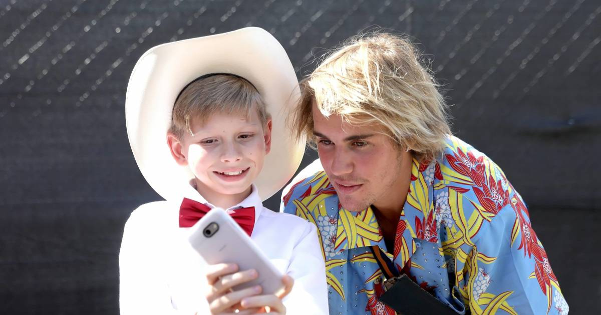 """Walmart Boy"" Mason Ramsey Inspires Justin Bieber As He Performs At Coachella 2018"