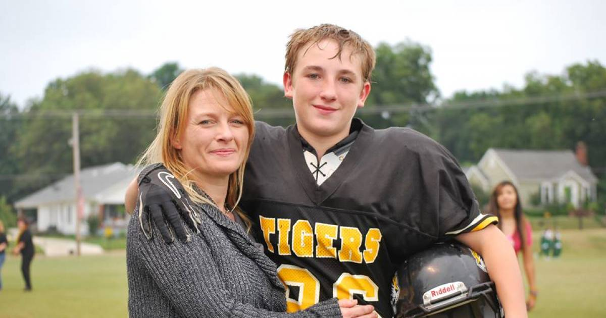 Teenage Son Fulfils Mom's Last Wish By Arranging His High School Graduation At The Hospital Chapel