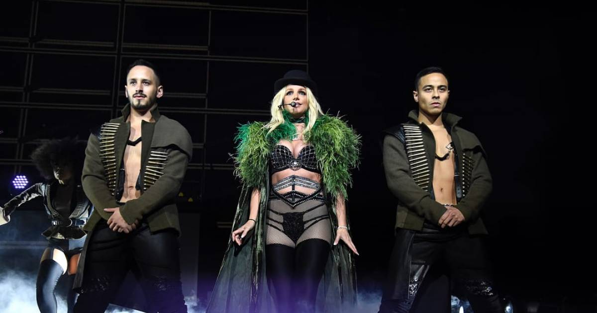 Britney Spears Suffers A Major Wardrobe Malfunction Onstage During A Concert And Fails To Notice It For Several Minutes