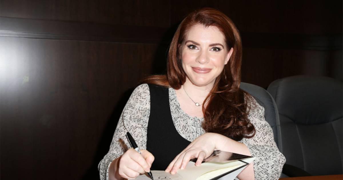 "Twilight Author Stephenie Meyer Has Announced The Release Of New Book ""Midnight Sun"""