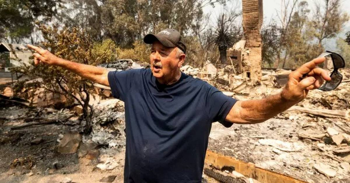 Californian Man Heartbroken After Dream Home He Spent 30 Years Building Is Destroyed In Wildfire