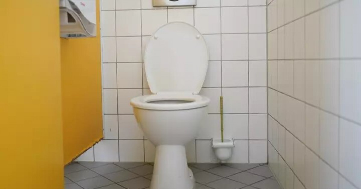 Man Fired From Job After Pooping Infront Of Coworkers In Public