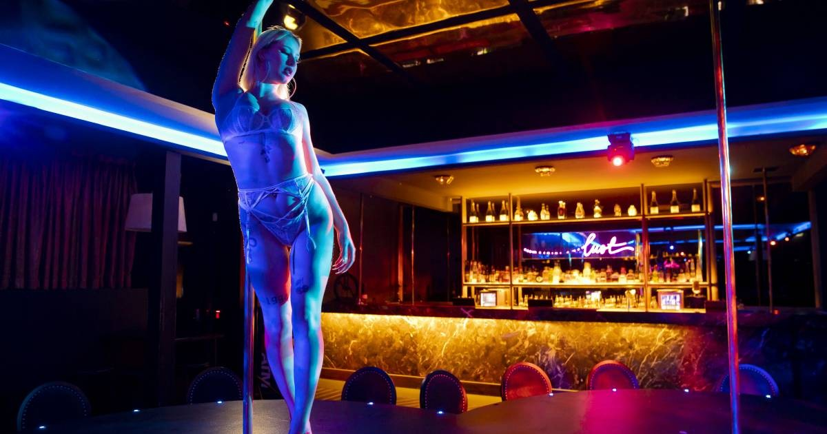 Stripper Reveals How A Lot Of Club-Goers Poop Their Pants At Christmas