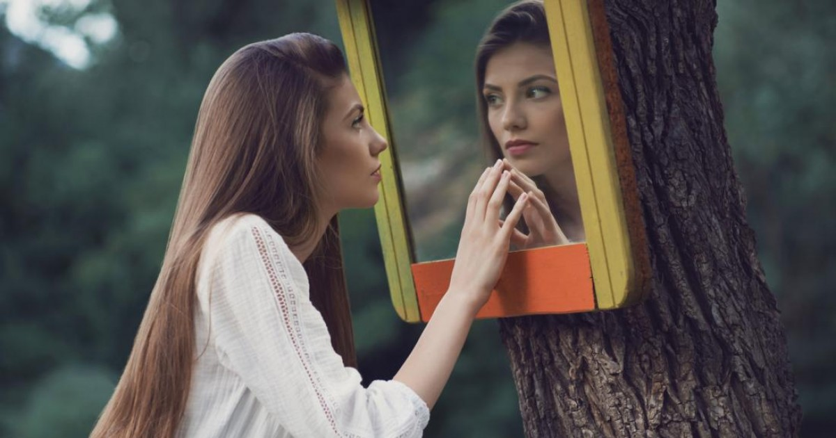 14 Alarming Signs You're Dealing With A Low Down Sneaky Female Narcissist In Your Life
