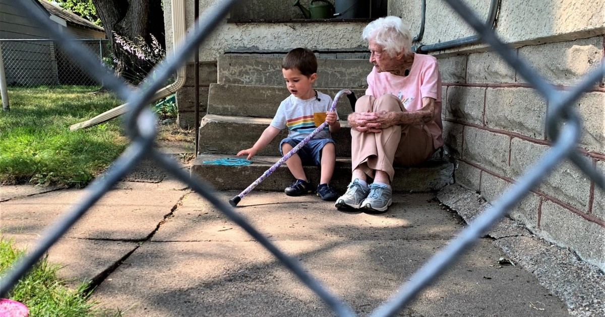 2-year-old And 99-year-old Neighbours Are Best Friends And It's Wholesome AF