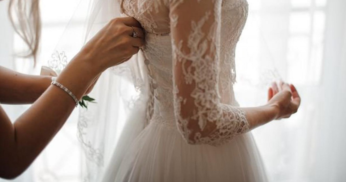 Bride 'Upset And Mad' After Being Asked To Return Borrowed Dress Despite Disinvitng The Person Who Owns It