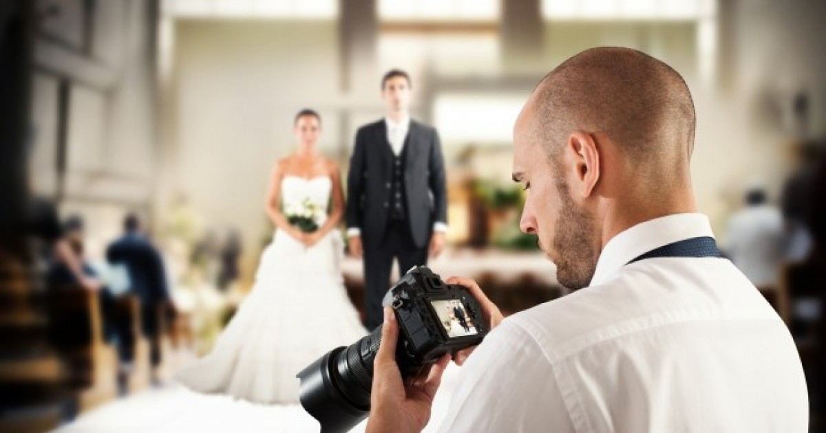 Pissed Off Photographer Deletes Newlywed Couple's Wedding Pictures After Being Denied Food And Break Time